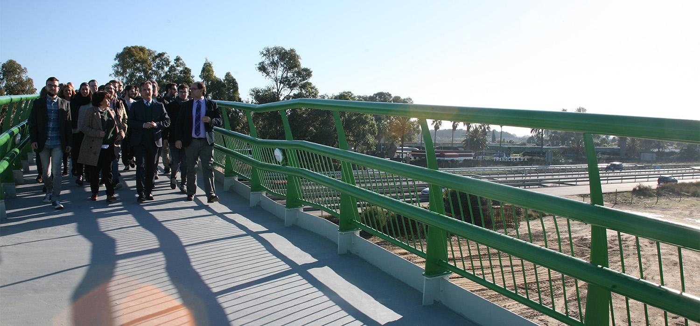 La UCA inaugura la pasarela que conecta a la Escuela Superior de Ingeniería con la estación Las Aletas