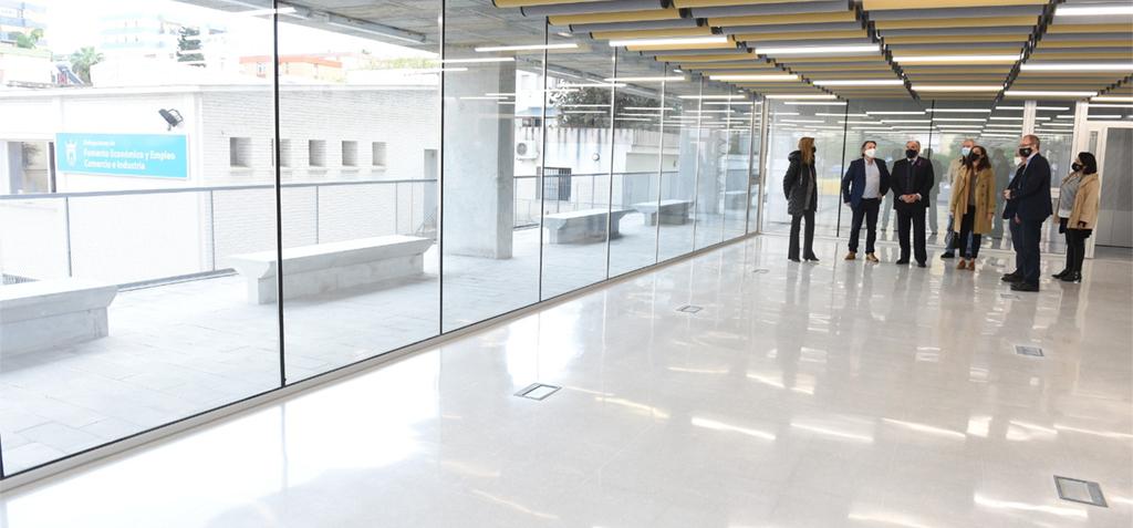 La UCA presenta el proyecto de urbanización de la biblioteca del Campus al alcalde de Algeciras